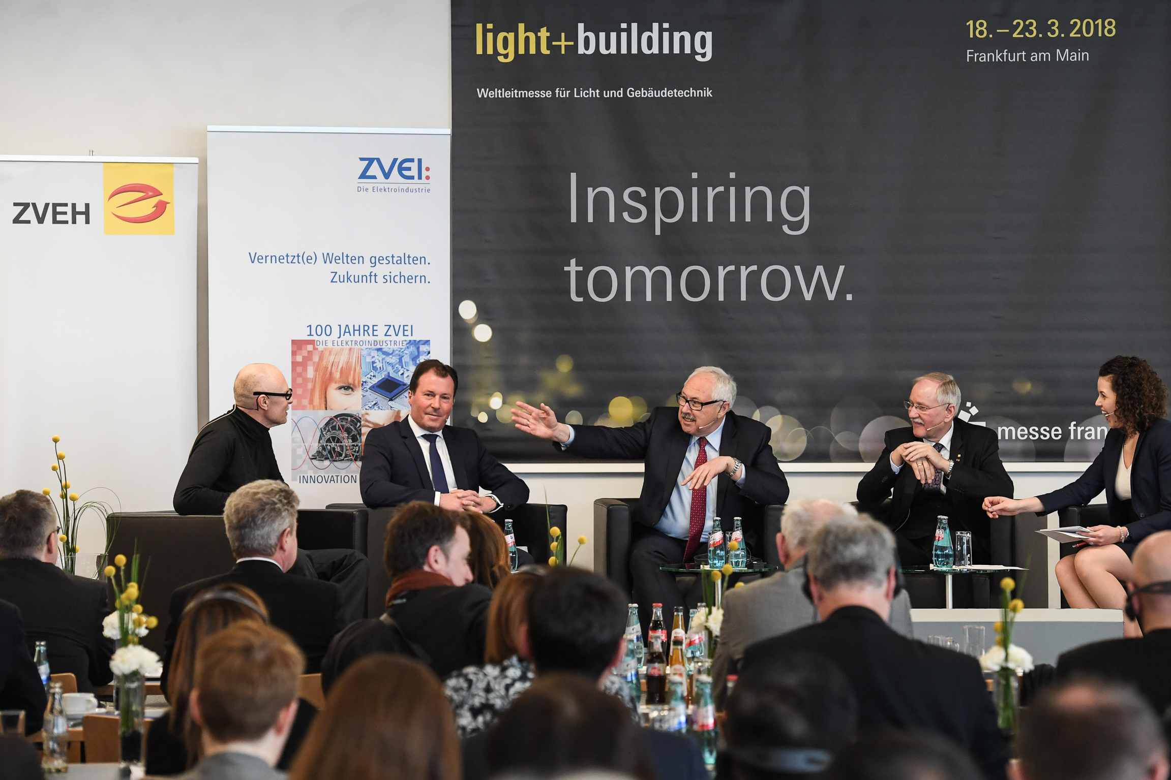 f.l.t.r.: Prof. Wolfgang Henseler, Wolfgang Marzin (President and Chief Executive Officer (CEO) Messe Frankfurt GmbH),  Michael Ziesemer (President of ZVEI), Dipl.-Ing. Lothar Hellmann (President ZVEH), Presenter Katie Gallus