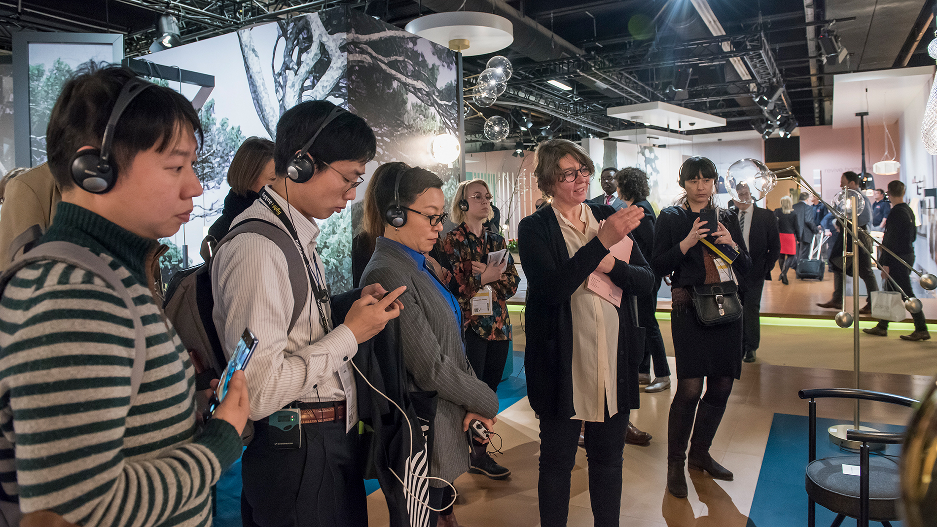 Three scenarios for the ears – the Light + Building Trend Forum audio guide explains the background behind the impressions. (Source: Messe Frankfurt / Petra Welzel)