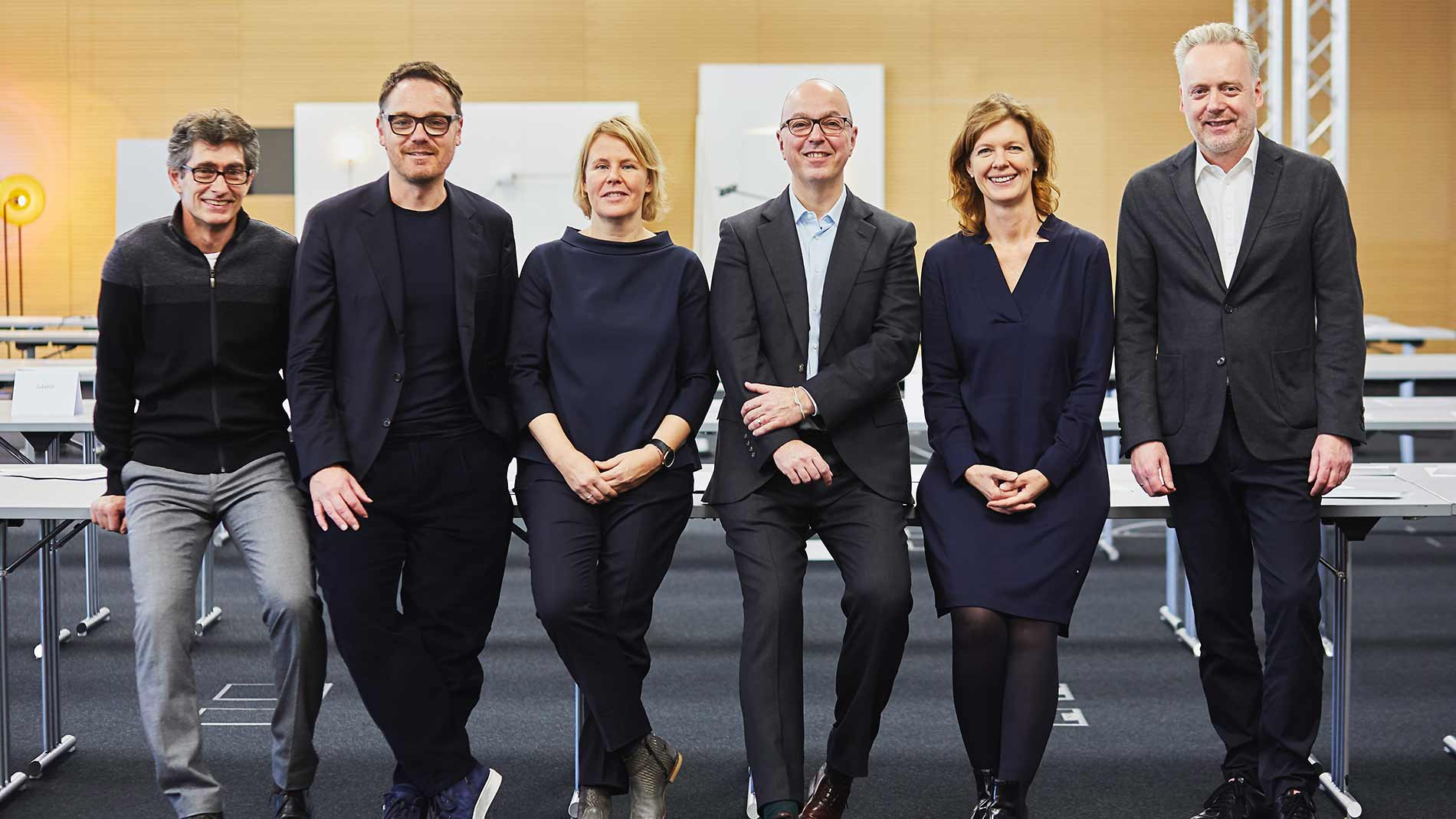 Design Plus jury meeting: Stefan Hillenmayer, Oliver Jahn, Julia Knaak, Lutz Dietzold, Sandra Rohlf, Sebastian Brink (left to right) (Source: German Design Council, Christof Jakob)