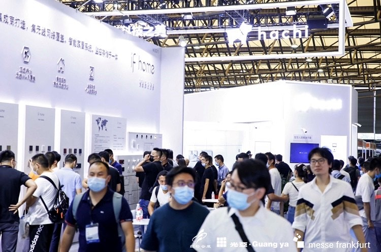 Both visitors and exhibitors took advantage of the Shanghai Intelligent Building Technology, Shanghai Smart Home Technology and Parking China trade fairs to enjoy the irreplaceable benefits of personal encounters. Source: Messe Frankfurt Hong Kong Ltd.